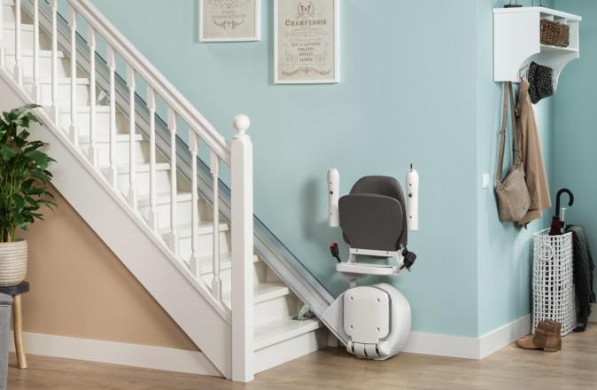 Replié, l'Otolift Line ne prend que 31 centimètres. Ainsi, l'escalier reste accessible pour d'autre utilisateurs.