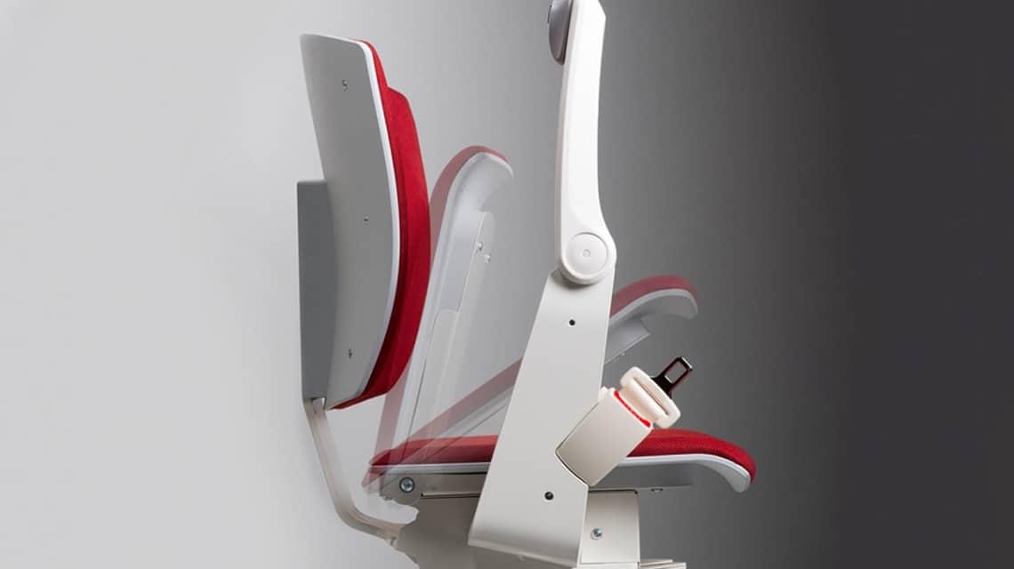 Le siège et le repose-pieds sont rabattables de sorte que le monte-escalier se fond parfaitement dans votre intérieur.