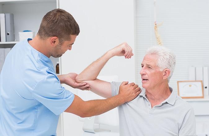 controle de l'arthrose par un médecin